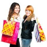 Adolescentes con los bolsos de compras imagenes de archivo