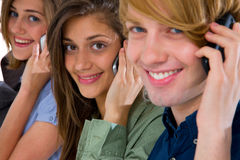 Adolescentes con smartphone Foto de archivo libre de regalías