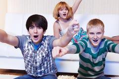 Adolescentes de grito Imagen de archivo libre de regalías