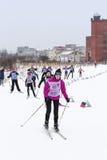 Adolescentes de la competencia del esquí Imagen de archivo libre de regalías