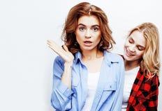 Adolescentes de meilleurs amis ayant ensemble l'amusement, pose émotive Images libres de droits
