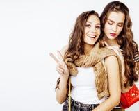 Adolescentes de meilleurs amis ayant ensemble l'amusement, pose émotive Photos libres de droits