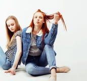 Adolescentes de meilleurs amis ayant ensemble l'amusement, pose émotive Photo libre de droits