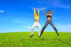Adolescentes de salto Foto de archivo