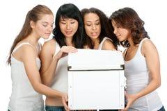 Adolescentes diversos con el rectángulo blanco Fotos de archivo