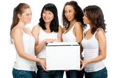 Adolescentes diversos con el rectángulo blanco Imagenes de archivo