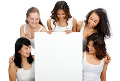 Adolescentes diversos con la muestra en blanco Fotos de archivo