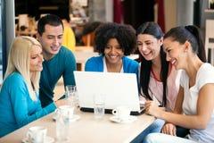 Adolescentes do café Imagens de Stock