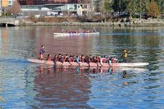 Adolescentes e Dragon Boating diversos novos fotos de stock