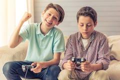 Adolescentes em casa Foto de Stock Royalty Free