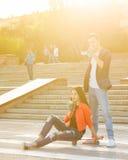 Adolescentes em uma primeira data fotografia de stock royalty free