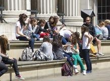 Adolescentes en British Museum Imagen de archivo