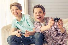 Adolescentes en casa Foto de archivo libre de regalías