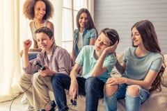 Adolescentes en el país Fotos de archivo libres de regalías