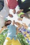 Adolescentes en el parque Imagenes de archivo