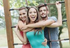 Adolescentes en el patio Imagen de archivo libre de regalías