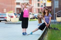 Adolescentes en la calle Fotos de archivo