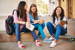 Adolescentes en la calle Foto de archivo