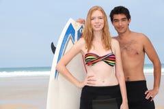 Adolescentes en la playa Imágenes de archivo libres de regalías