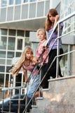Adolescentes en pasos de progresión Fotos de archivo libres de regalías
