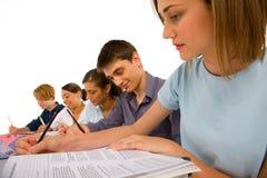 Adolescentes en sala de clase Imagenes de archivo