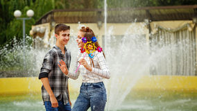 Adolescentes Enamoured Engane ao redor Fotos de Stock