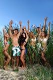 Adolescentes felices en el mar Fotografía de archivo libre de regalías