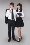 Adolescentes felices en retrato del uniforme escolar Muchacho y bea hermosos Imagen de archivo libre de regalías