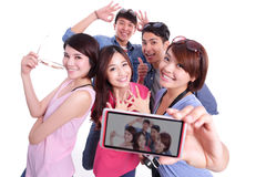 Adolescentes felices que toman imágenes Imágenes de archivo libres de regalías