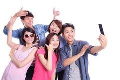 Adolescentes felices que toman imágenes Imagen de archivo