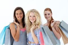 Adolescentes hermosos con los bolsos de compras Imagen de archivo libre de regalías