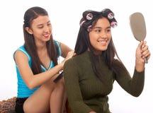 Adolescentes jovenes atractivos Fotos de archivo libres de regalías