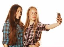 Adolescentes lindos que hacen el selfie aislado Imagen de archivo libre de regalías
