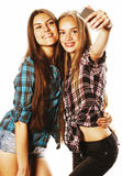 Adolescentes lindos que hacen el selfie aislado Fotografía de archivo libre de regalías