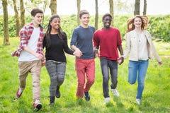 Adolescentes multirraciales Fotografía de archivo