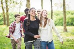 Adolescentes multirraciales Foto de archivo