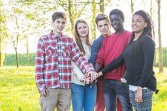 Adolescentes multirraciales Imagenes de archivo