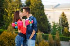 Adolescentes na data Primeiro amor fotos de stock