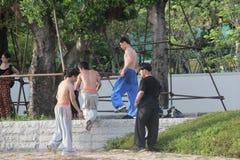 Adolescentes para practicar artes marciales en SHENZHEN Foto de archivo libre de regalías