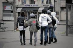 Adolescentes parisienses Foto de archivo libre de regalías
