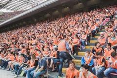 50 000 adolescentes participam em uma cerimônia religiosa no estádio de San Siro em Milão, Itália Fotografia de Stock