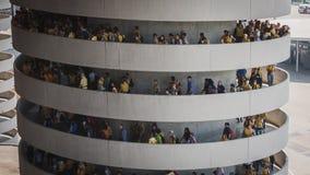 50 000 adolescentes participam em uma cerimônia religiosa no estádio de San Siro em Milão, Itália Foto de Stock Royalty Free