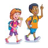 Adolescentes que andam com trouxas Fotografia de Stock