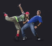 Adolescentes que bailan breakdance Imagen de archivo libre de regalías