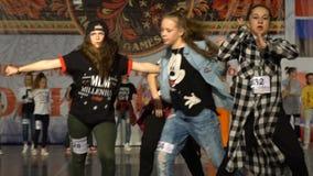 Adolescentes que bailan hip-hop Cámara lenta metrajes