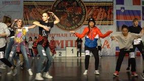 Adolescentes que bailan hip-hop Cámara lenta almacen de video