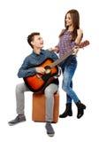 Adolescentes que cantan Fotografía de archivo libre de regalías