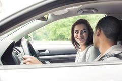 Adolescentes que conducen el coche Foto de archivo libre de regalías