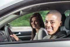 Adolescentes que conducen el coche Fotografía de archivo