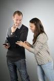Adolescentes que estudam techonolgy novo foto de stock